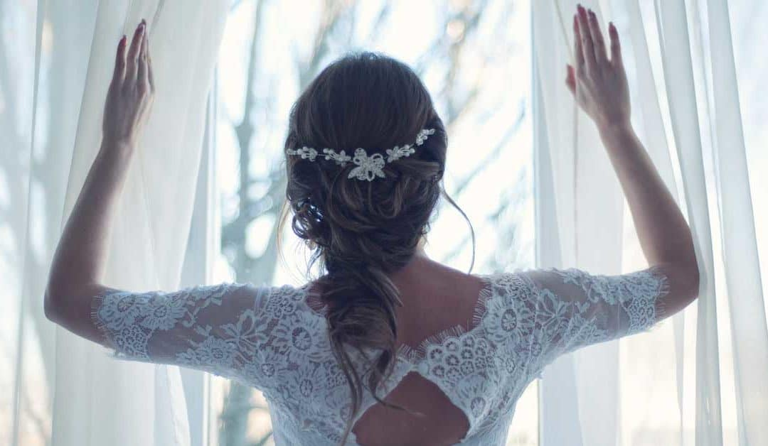 What Are This Summer's Top Bridal Jewelry Set Trends?